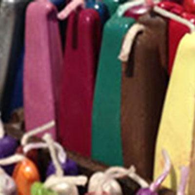 シーリングワックス。郵送できるワックスや昔ながらの伝統的なものなど100色以上ご用意しています。